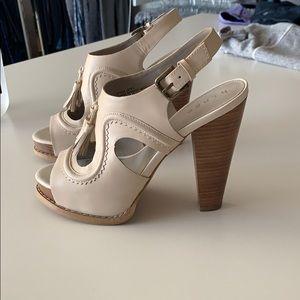 Hinge heels